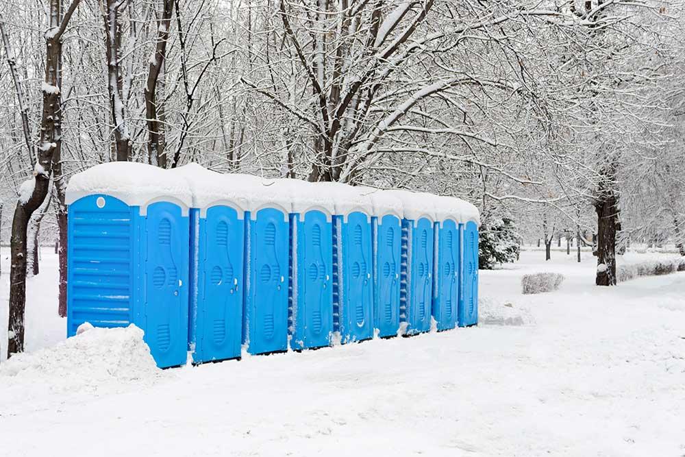 Choisir des toilettes chauffées sur les chantiers l'hiver